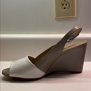 Wedge two-toned sandal